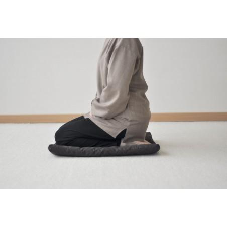posture assise sur les genoux sur zafuton