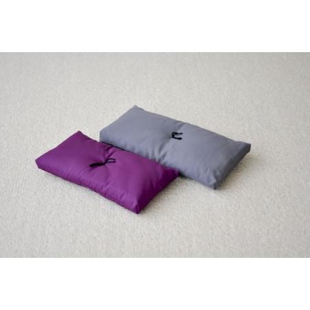 Coussin violet pour banc de méditation