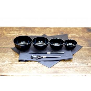 "Set de 4 bols avec tissu ""furoshiki"" et couverts"