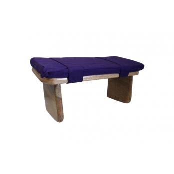 banc de méditation en bois avec coussin