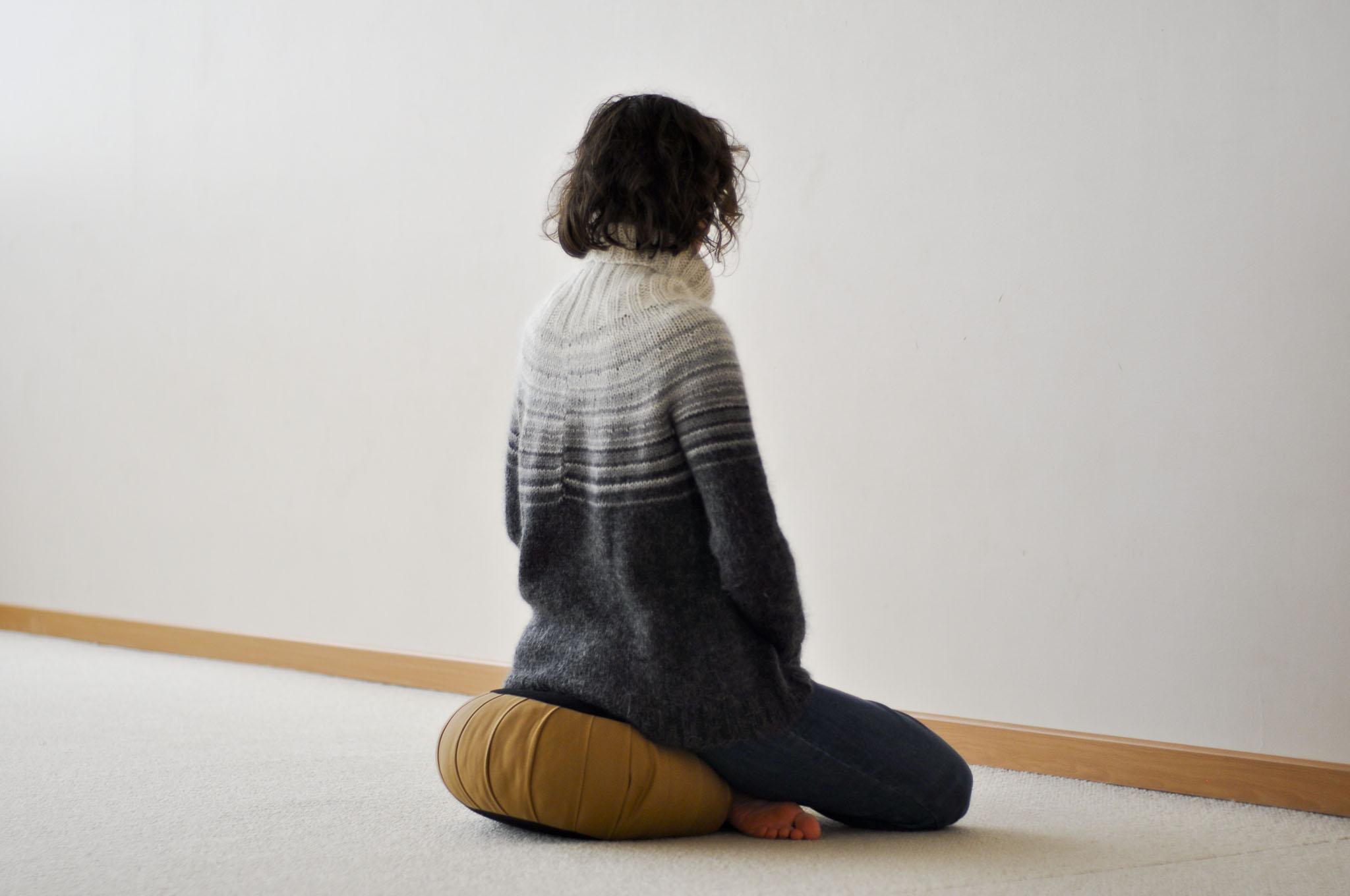 posture de méditation sur le zafu