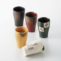 Parmi nous nouveautés, découvrez nos 2 sets de tasses et mazagrands en céramique japonaise. 🗻  Créés grâce au savoir-faire d'artisans japonais, ces sets offrent une grande variété de couleurs et de motifs. ⚱️😃
