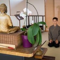 """La rentrée approchant, allez vous reprendre vos habitudes """"méditatives""""?🧘 Avez-vous vraiment arrêté pendant ces vacances?🧘 Vous envisagez peut-être de commencer une nouvelle pratique? (Shiatsu, yoga, tai chi...) 💭 N'hésitez pas à nous expliquer vos idées dans les commentaires!👇"""