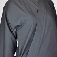 Confortables et résistantes, les vestes samue sont idéales pour le travail manuel, pour les loisirs (yoga, relaxation, massages…) ou encore pour être être habillé de façon confortable et naturelle. 🧎   Fabriquées dans notre atelier, nos vestes sont disponibles en plusieurs couleurs, et plusieurs matières (coton bio, laine, viscose, ramie...) ✂️🧵   Découvrez les différents modèles sur notre site ou en boutique. 🙂