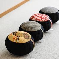 Issus de notre toute dernière collection, voici différents zafus de taille standard imprimés avec motifs japonais. ✂️📐🇯🇵 Une création #boutiquezen