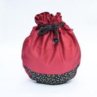 """Voici nos toutes dernières créations #boutiquezen : sacs à zafu """"Kanagawa"""" et """"Nuit d'étoiles"""". ✨  Ces sacs vous permettront de transporter confortablement votre zafu de toutes tailles sur votre épaule. Idéal pour les camps d'été qui se préparent! Ces 2 modèles sont fabriqués avec un tissu coton sergé très solide. ✂️📐"""