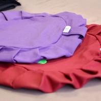 L'atelier Boutique Zen en pleine action! ✂️📍La technique de couture d'un coussin de méditation destiné à être rempli avec du kapok est très précise. Le nombre de plis variant selon la hauteur du coussin. 😃