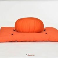 Pour une méditation haute en couleur ! 😃 Fabriqués dans notre atelier, ces zafutons épais (tapis de méditation) sont remplis  d'une double épaisseur de ouate de coton. ✂️  Idéal pour créer un espace propice à la méditation, le zafuton vous permettra de poser confortablement les genoux et les chevilles. 🧘